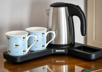 Room Four kettle and cups Hafod Abersoch